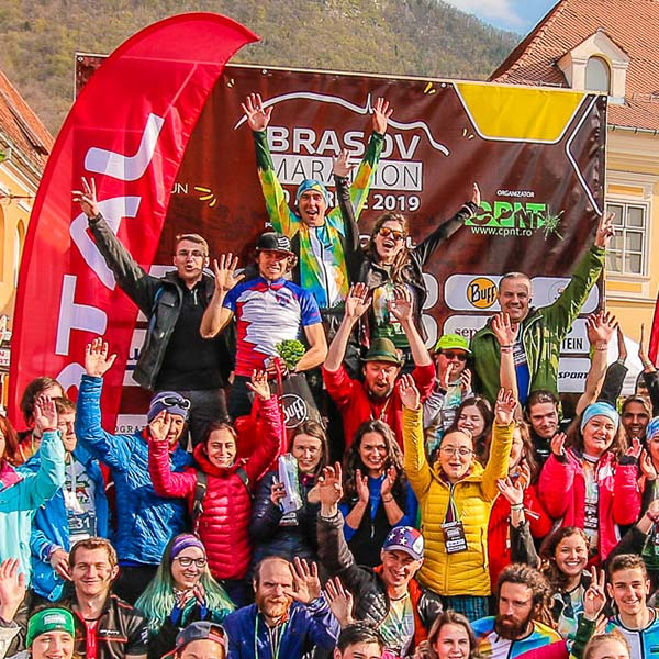 Fotografie voluntari eveniment - Brașov Marathon